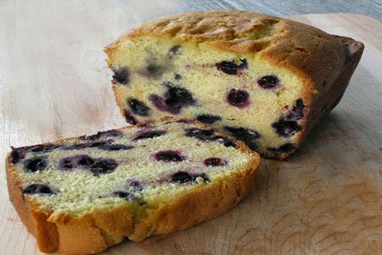 Cream cheese and wild blueberry pound cake - A recipe by Epicuriantime.com